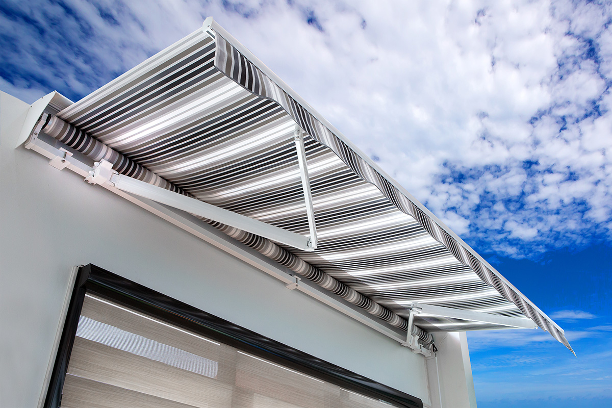pergola-bioclimatique-pergola-retractable-pergola-a-toile-retractable-store-interieur-exterieur-protection-solaire-systeme-verre-systeme-coulissant-fenetre-a-guillotine-veranda-aluminium-casablanca-maroc
